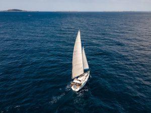 faire du voilier en corse